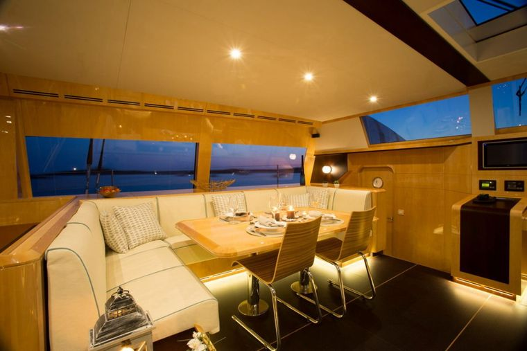 WINDQUEST Yacht Charter - Dining Area