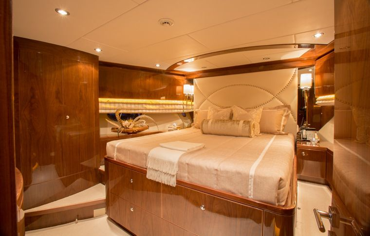 CARBON COPY Yacht Charter - Forward VIP Stateroom