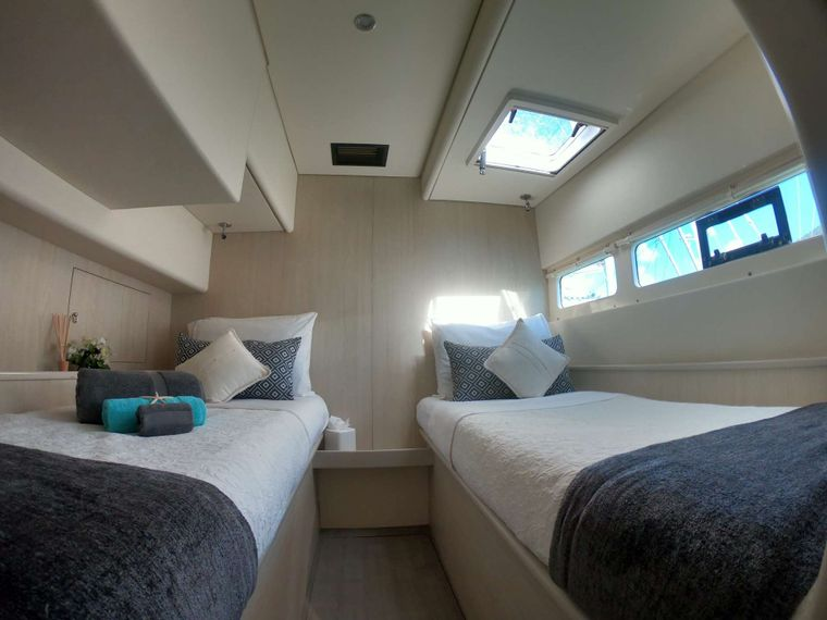 SOMETHING WONDERFUL Yacht Charter - Guest Twin Cabin