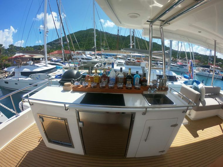 SOMETHING WONDERFUL Yacht Charter - Fully equipped bar