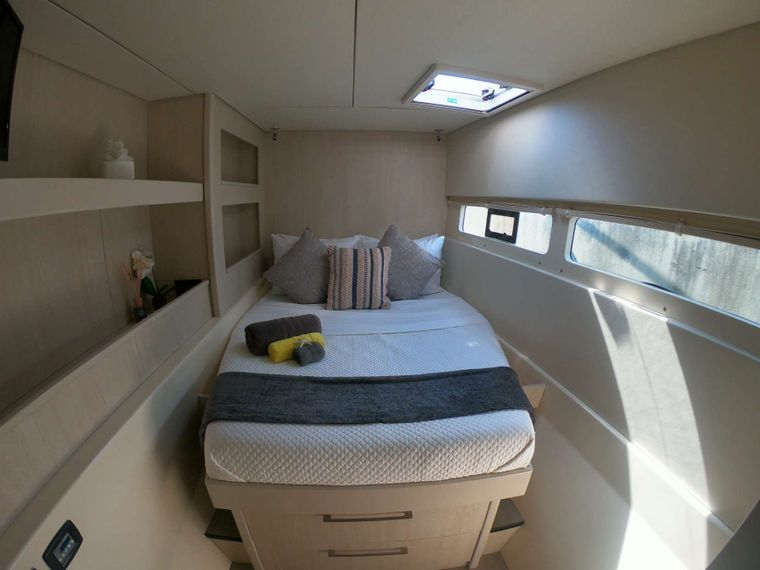 SOMETHING WONDERFUL Yacht Charter - Quest Queen Cabin