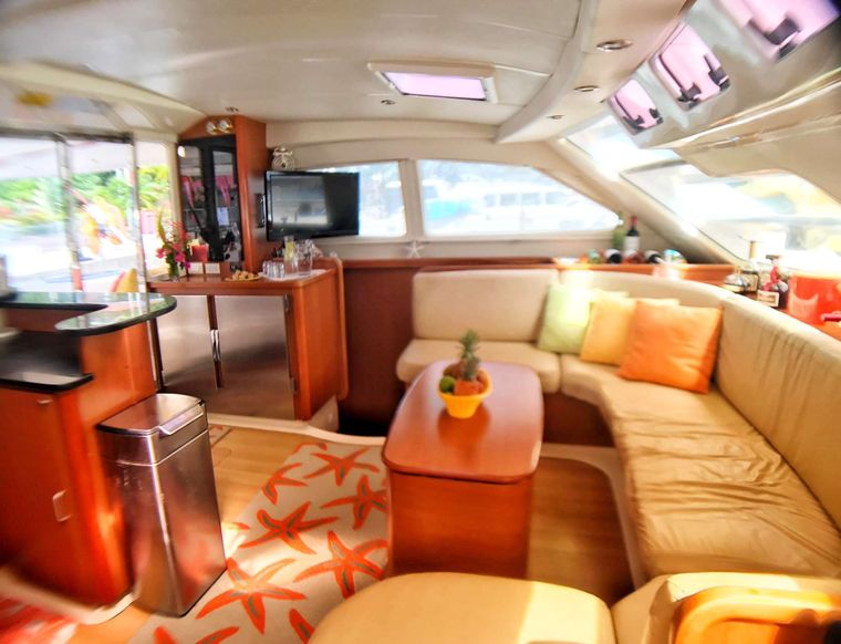 STARFISH Yacht Charter - Bright and airy salon.
