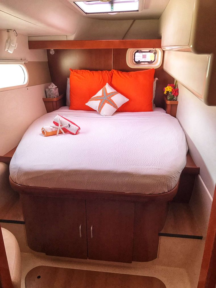 STARFISH Yacht Charter - Aft cabins (2 identical cabins for guests located on port and starboard sides of yacht).