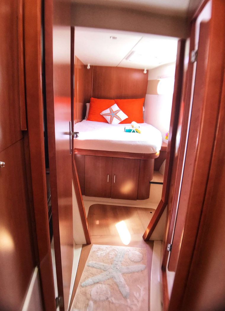 STARFISH Yacht Charter - Forward cabin (starboard for guests' use, port side for crew.)