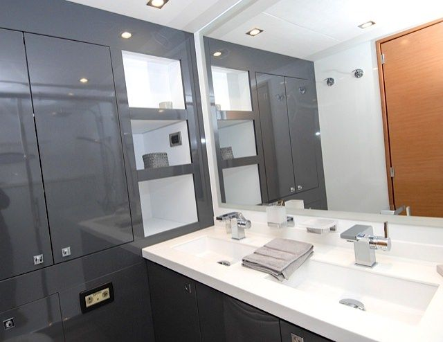 MAGEC Yacht Charter - Comfortable Bathroom
