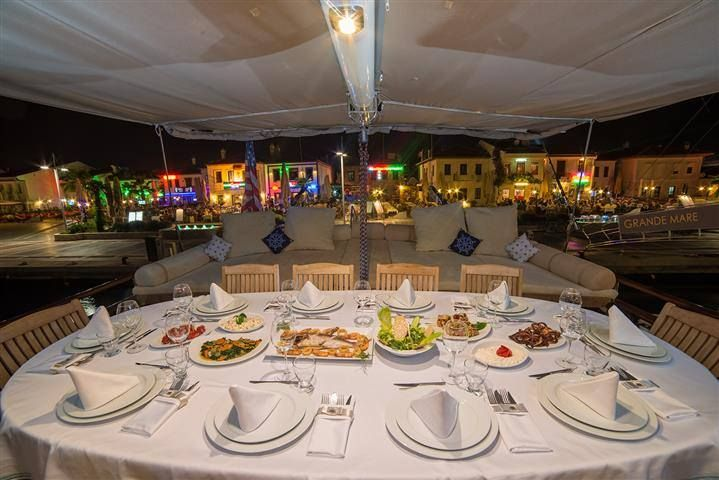 GRANDEMARE Yacht Charter - Dining outside