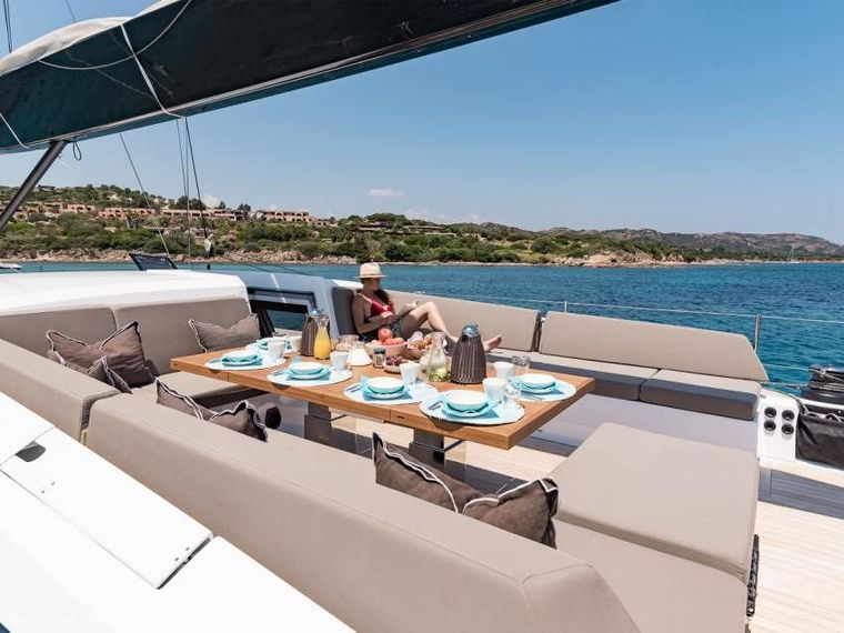 NEYINA Yacht Charter - The cockpit