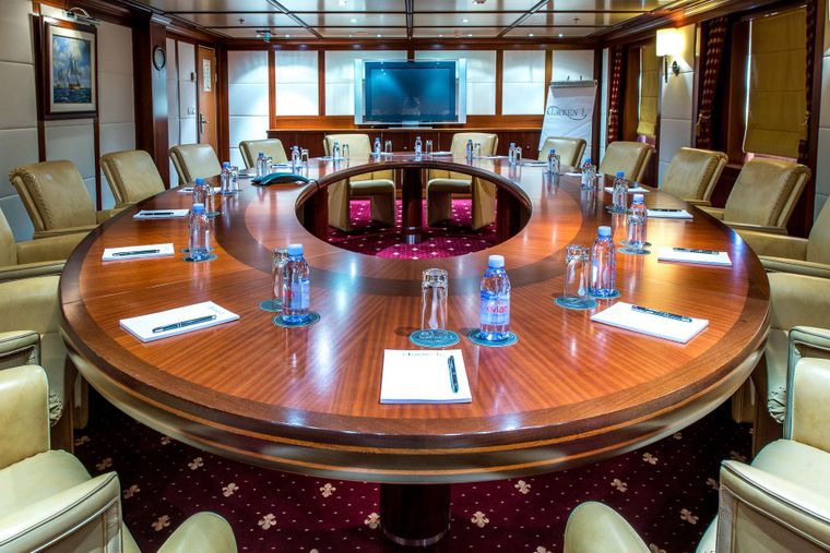LAUREN L Yacht Charter - conference room