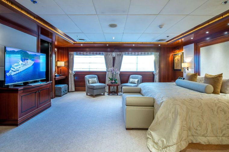 LAUREN L Yacht Charter - Master Stateroom