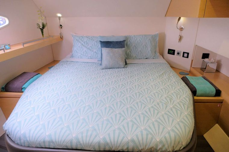 AOIBH Yacht Charter - Starboard stern guest cabin