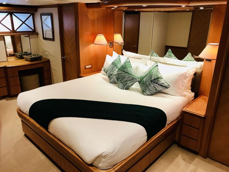 EQUINOX Yacht Charter - Master King Stateroom