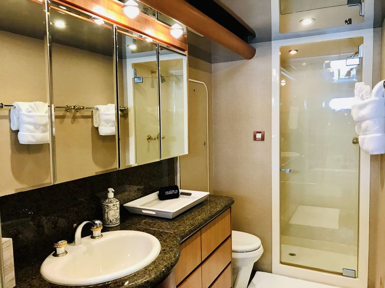 EQUINOX Yacht Charter - Master Ensuite