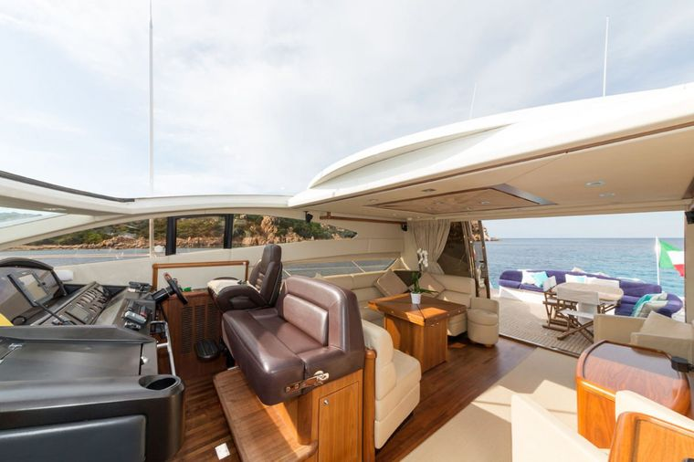 ASPIRE OF LONDON Yacht Charter - salon view