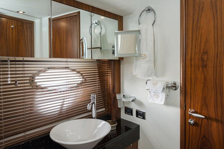 ASPIRE OF LONDON Yacht Charter - master bathroom