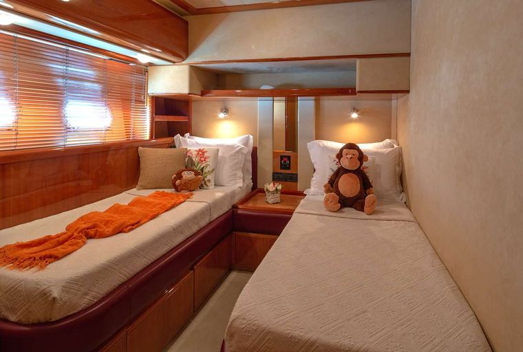 AMOR Yacht Charter - Twin Guest cabin