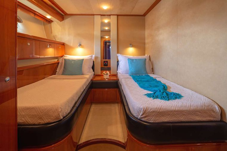 AMOR Yacht Charter - Twin Guest cabin 2