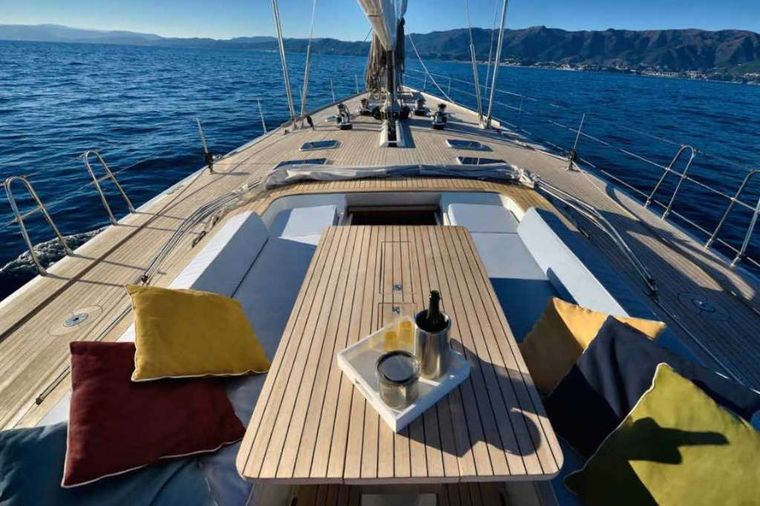 TESS Yacht Charter - Exterior dining table