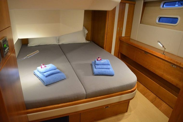 MOJEKA Yacht Charter - Guest Stateroom