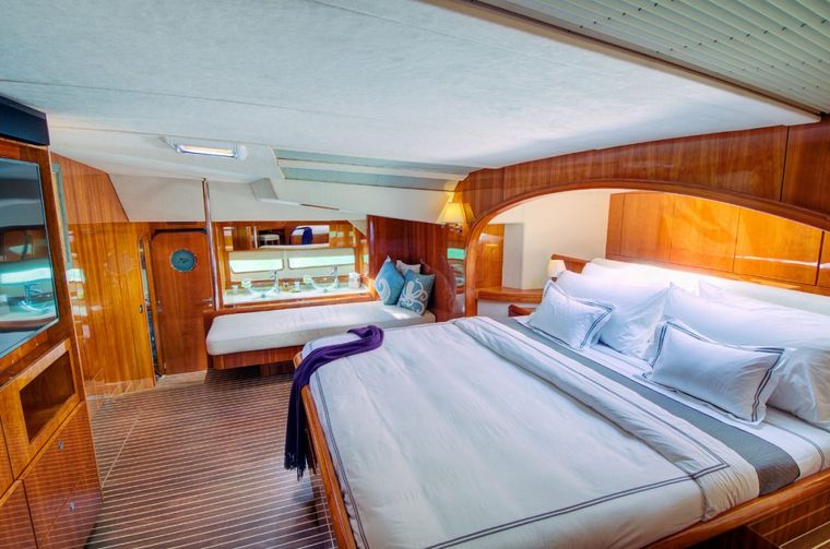 XENIA74 Yacht Charter - Master stateroom