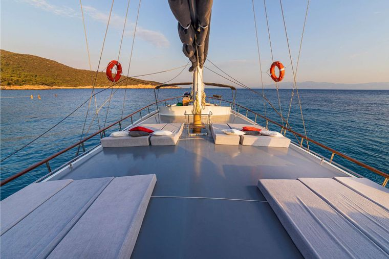 Bodrum Queen Yacht Charter - sunbeds for 12 persons