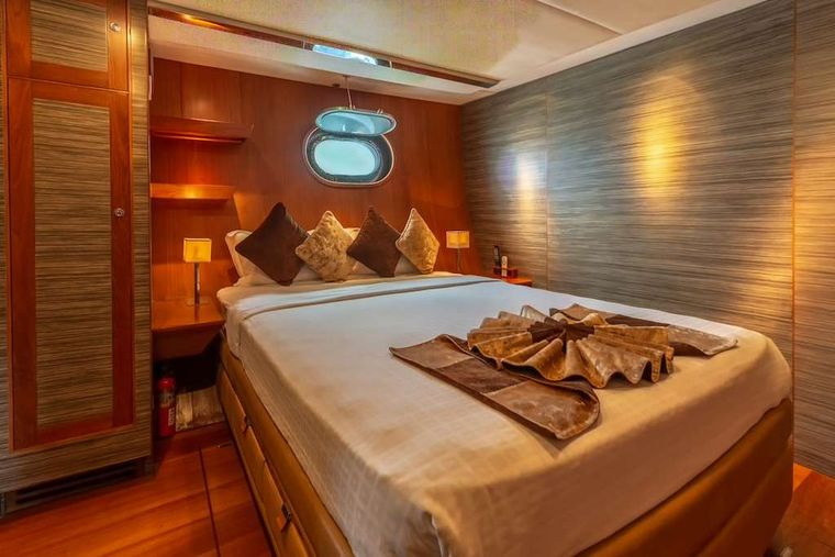 SILVERLINING Yacht Charter - Guest Cabins