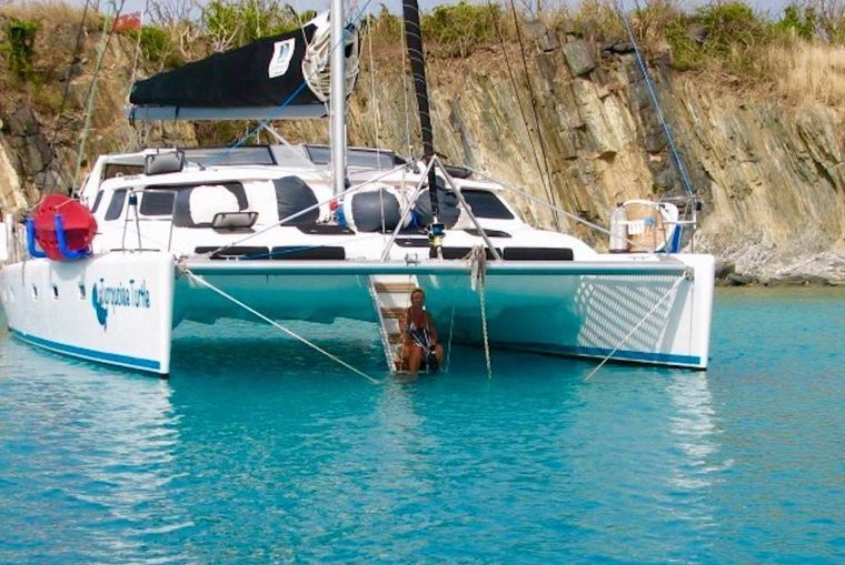 TURQUOISE TURTLE Yacht Charter - Easy access stairs to water