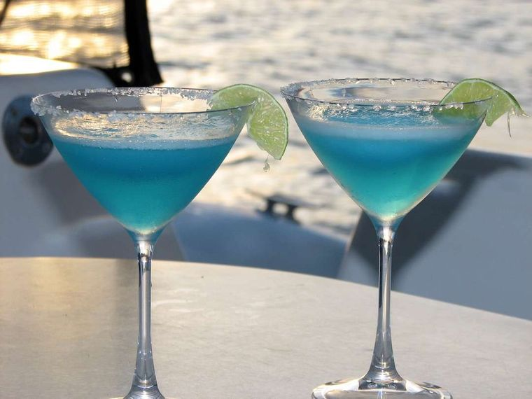 TURQUOISE TURTLE Yacht Charter - The signature Turquoise Turtle cocktail