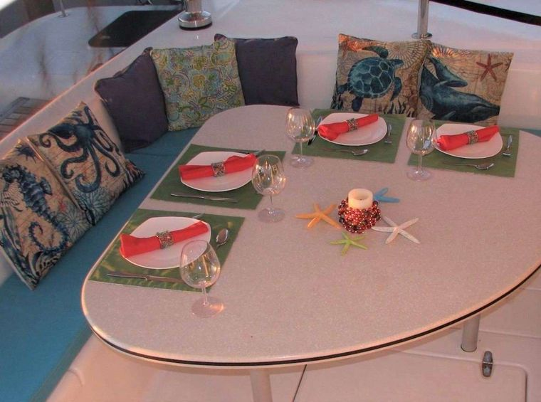 TURQUOISE TURTLE Yacht Charter - Al fresco dining