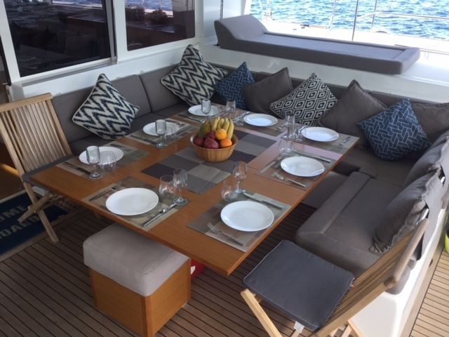 COOL RUNNINGS IV Yacht Charter - Easily accommodates 8 pax dining interior & exterior
