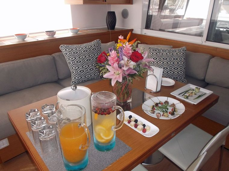COOL RUNNINGS IV Yacht Charter - Welcome Drinks