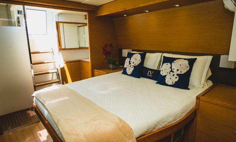 COOL RUNNINGS IV Yacht Charter - Primary Suite