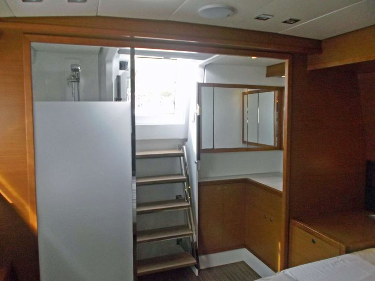 COOL RUNNINGS IV Yacht Charter - Guest Cabin