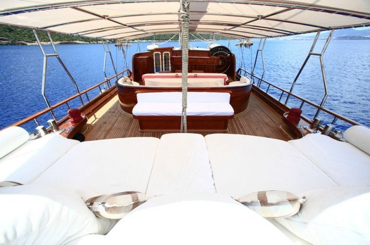 DREAMLAND Yacht Charter - Aft Deck Seating