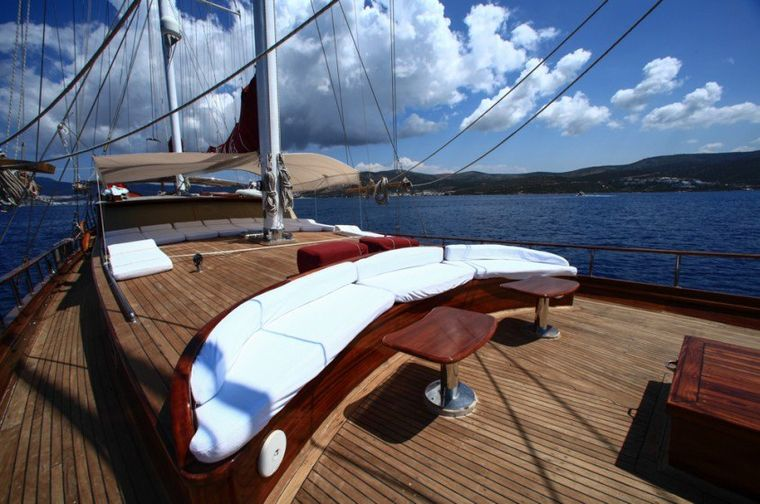 DREAMLAND Yacht Charter - Fore Deck