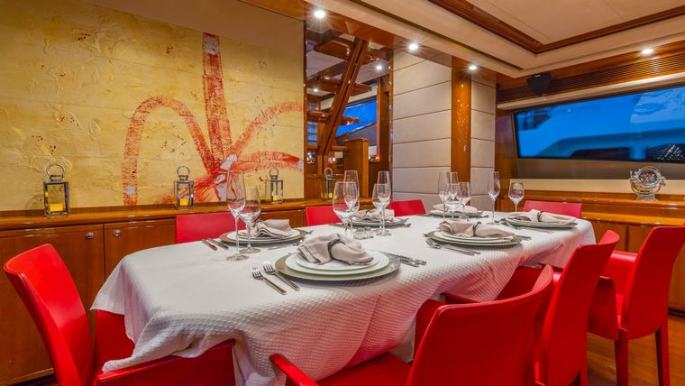 CINQUE MARE Yacht Charter - Dining Area