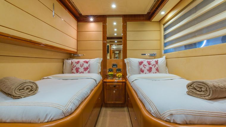 CINQUE MARE Yacht Charter - Double Twin Guest Cabin