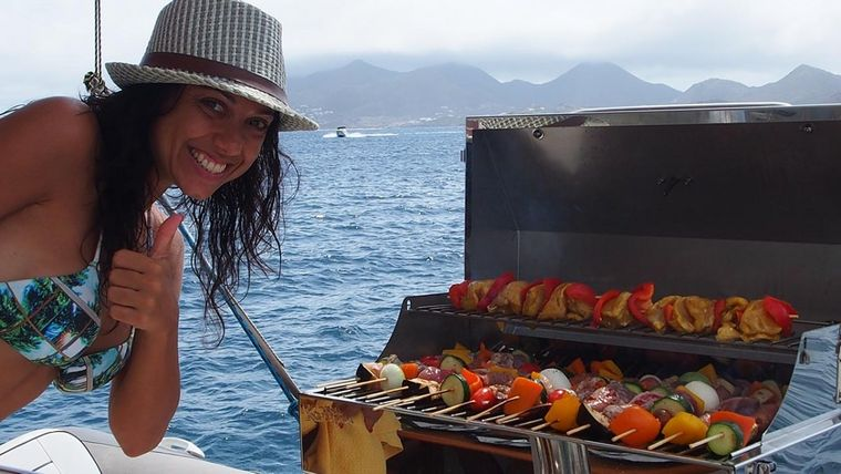 FRENK Yacht Charter - Grilling on the aft