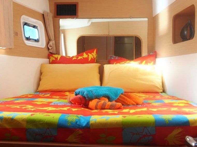 FRENK Yacht Charter - Forward guest suite