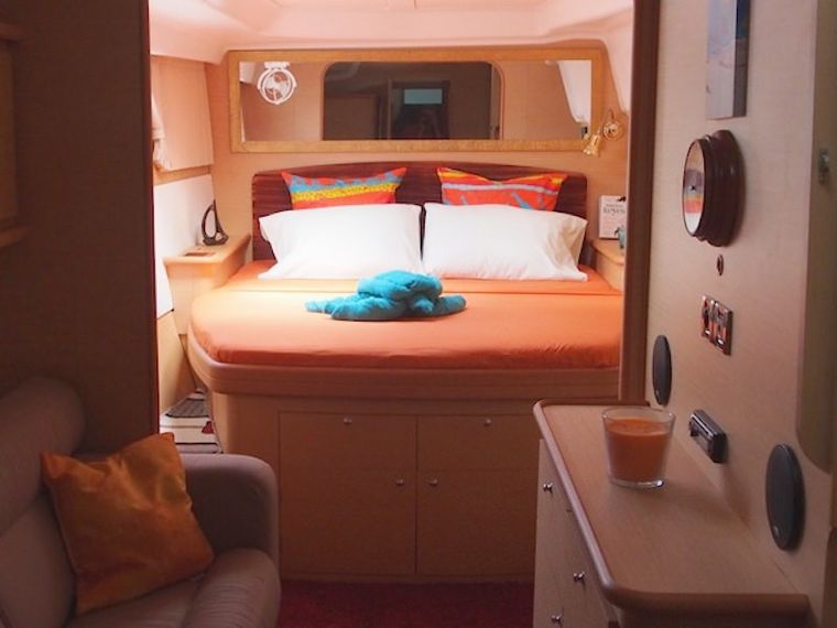 FRENK Yacht Charter - Master starboard guest suite
