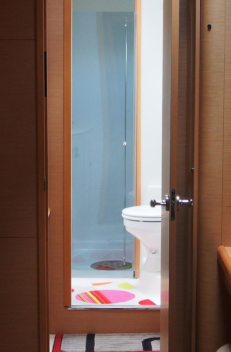 FRENK Yacht Charter - Guest head and shower