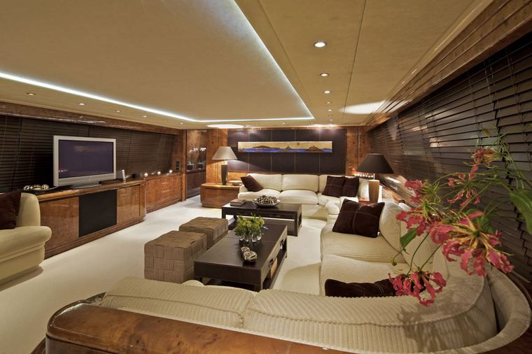 OBSESION 120 Yacht Charter - Saloon 2