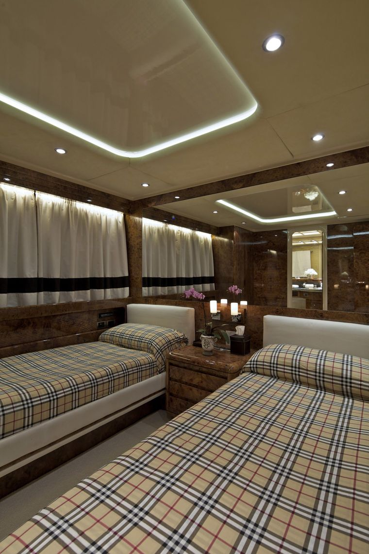 OBSESION 120 Yacht Charter - Twin cabin