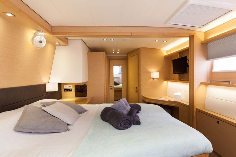 DADDY'S HOBBY Yacht Charter - Large Master Cabin wtih Dressing Area
