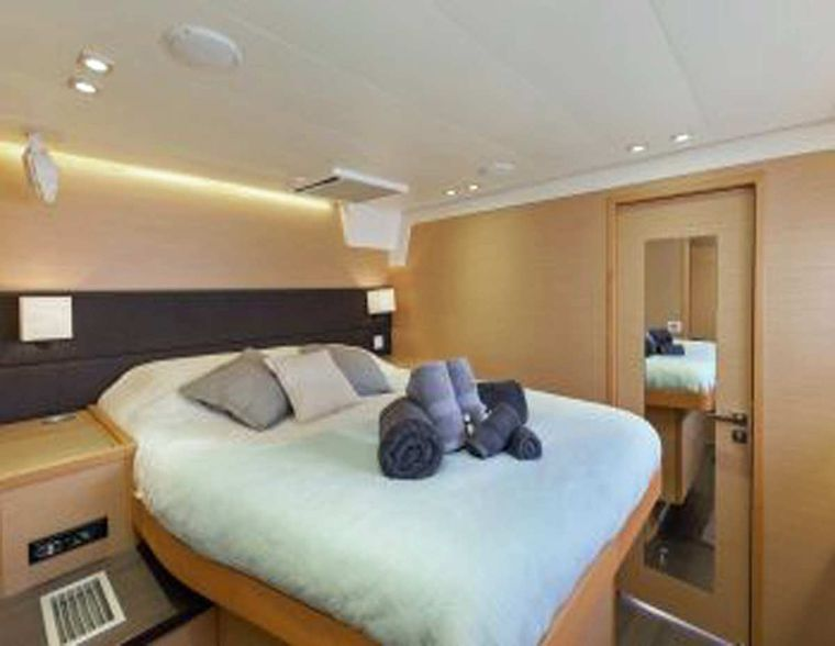 DADDY'S HOBBY Yacht Charter - Port forward Queen Cabin