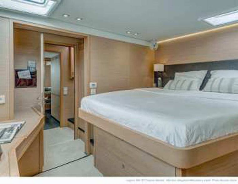DADDY'S HOBBY Yacht Charter - Starboard forward Queen Cabin