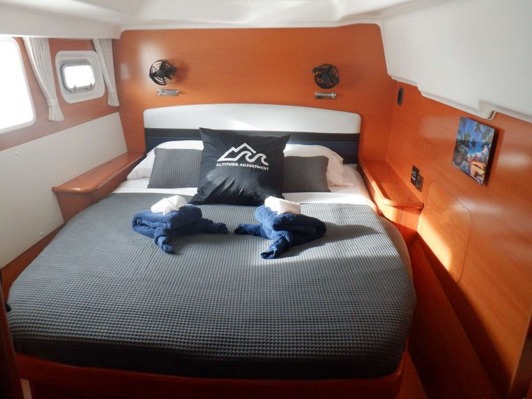 ALTITUDE ADJUSTMENT Yacht Charter - Guest Cabin 1