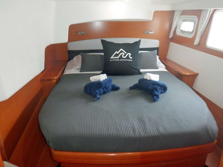 ALTITUDE ADJUSTMENT Yacht Charter - Guest Cabin 2