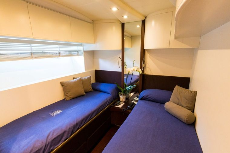 CINQUE Yacht Charter - Twin Cabin