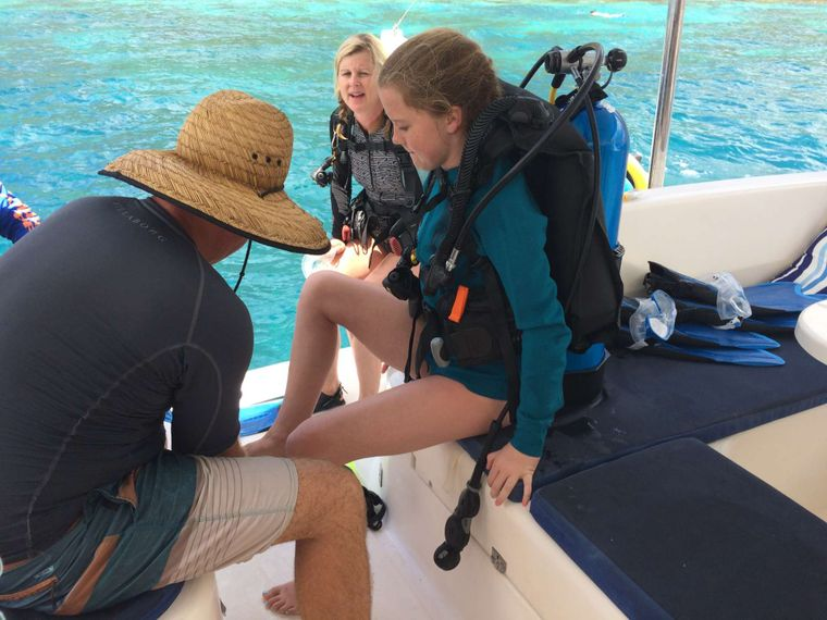 FIREFLY 46 Yacht Charter - Discover scuba with kids