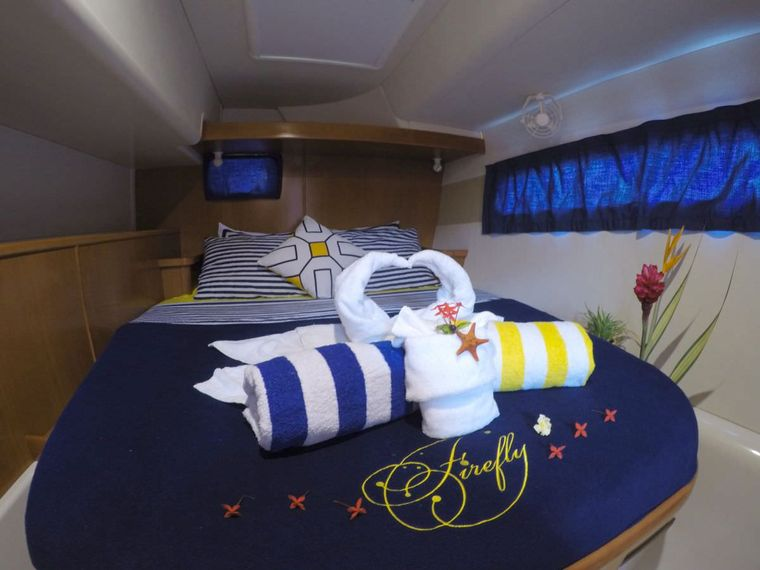 FIREFLY 46 Yacht Charter - Aft guest's stateroom